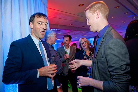Alistair McGowan's reaction to Gingermagic - Damian Surr