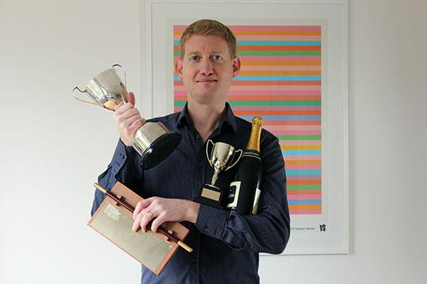 Multi Award Winning Magician, Damian Surr, Gingermagic