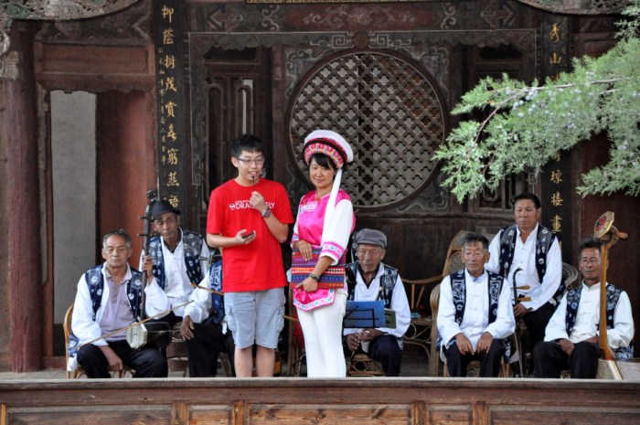 Sam with musicians on Old Theatre Inn stage - Shaxi Yunnan China