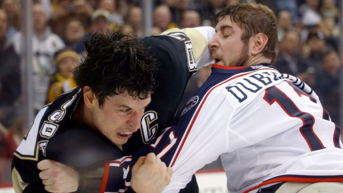 Sidney Crosby fights Brandon Dubinsky