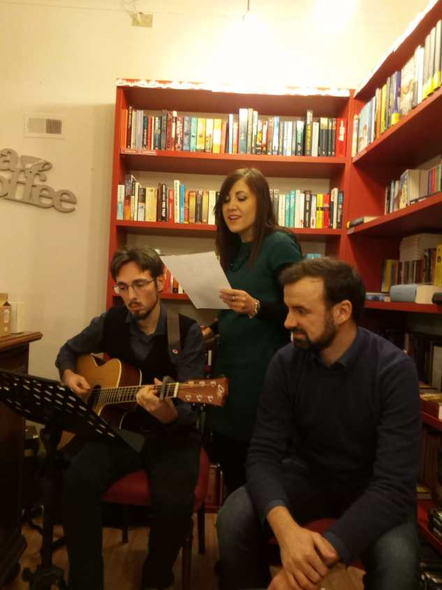 Finzioni di Poesia, canzone da Emily Bookshop, Modena (02/12/2018)