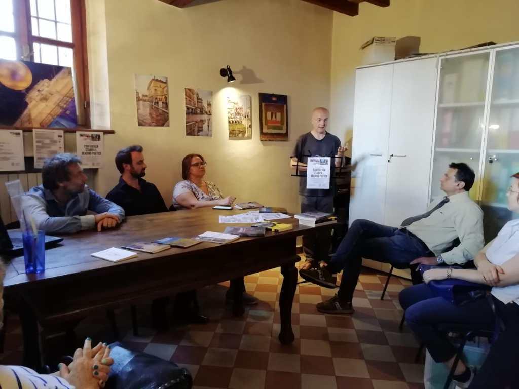 Ennio Trinelli legge Nella Purezza e Finzioni di Poesia: reading poetico 06/06/2019 presso Studio Bertani per Weekend Letterari Festival 2019