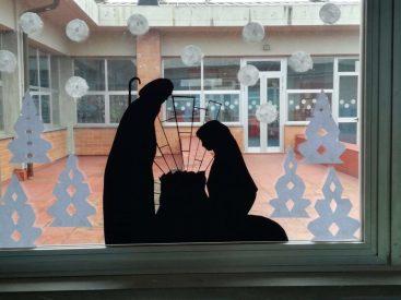Classe II B scuola primaria Barga, natività alla finestra