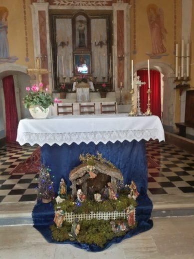 Il presepe realizzato da Loredana Giovannetti e Mirella Renucci nella chiesa di Montebono