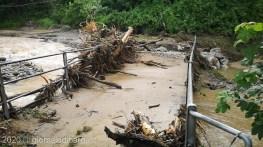 Il ponte danneggiato sulla Loppora nel comune di Barga