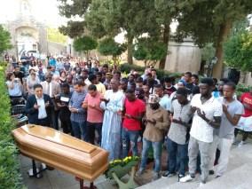 preghiera funebre guidata dall'imam Kheit Abdelhafid