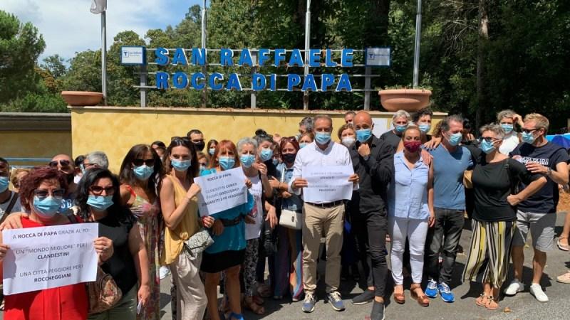 Rocca di Papa, protesta dei lavoratori della Clinica San Raffaele davanti alla Regione Lazio. A rischio 160 posti di lavoro