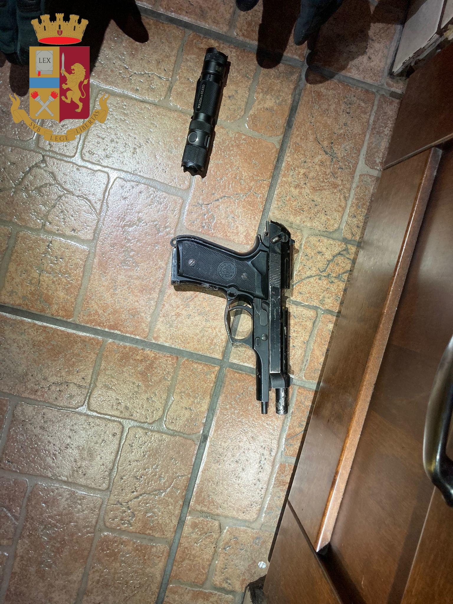 Roma, arrestato l'uomo che nella serata di venerdì ha sparato contro una guardia giurata in un supermercato