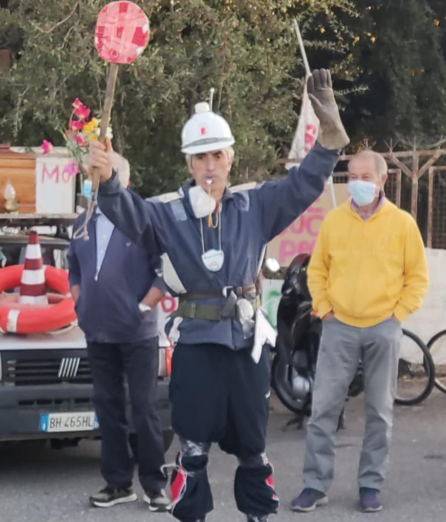 """Albano, continua la protesta contro i rifiuti romani, oggi anche il """"Vigile Urbano"""" di Roma Discapitale"""