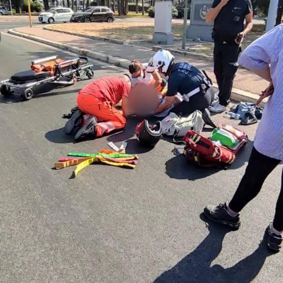 Eur, agente della Polizia Locale soccorre motociclista ferito