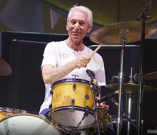 Charlie Watts, batterista dei Rolling Stones, è morto a 80 anni