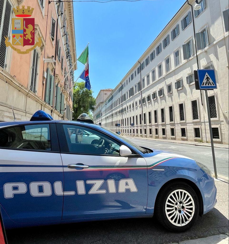Tor Bella Monaca, due gli arresti nelle ultime ore da parte della Polizia di Stato: un 28enne per maltrattamenti e un 36enne per detenzione di sostanze stupefacenti