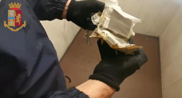 Roma, maxiblitz delle forze dell'ordine a Tor Bella Monaca: 2 arresti e dosi di droga sequestrate