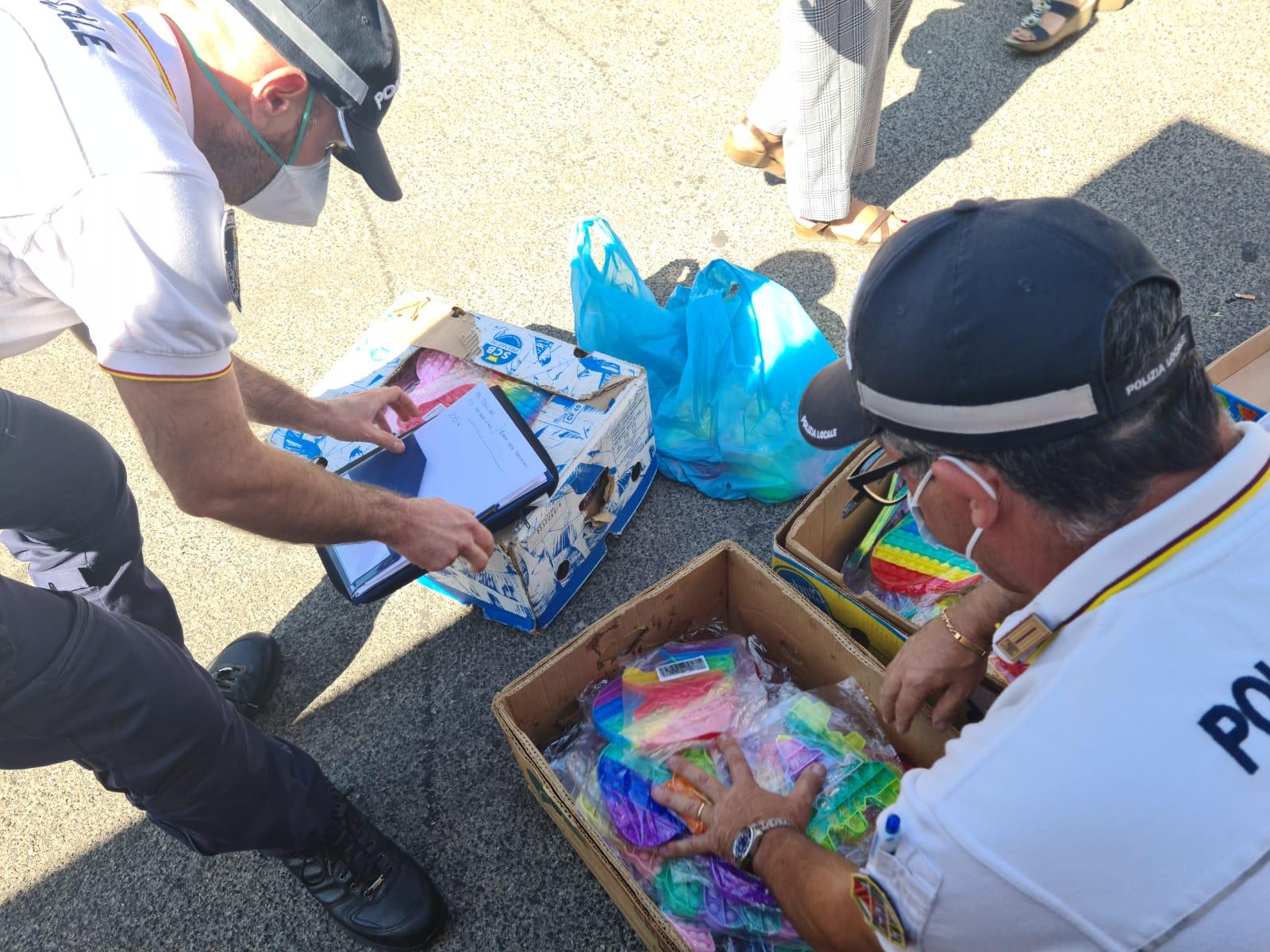 Ciampino, agenti della Polizia Locale sequestrano merci e giocattoli non conformi