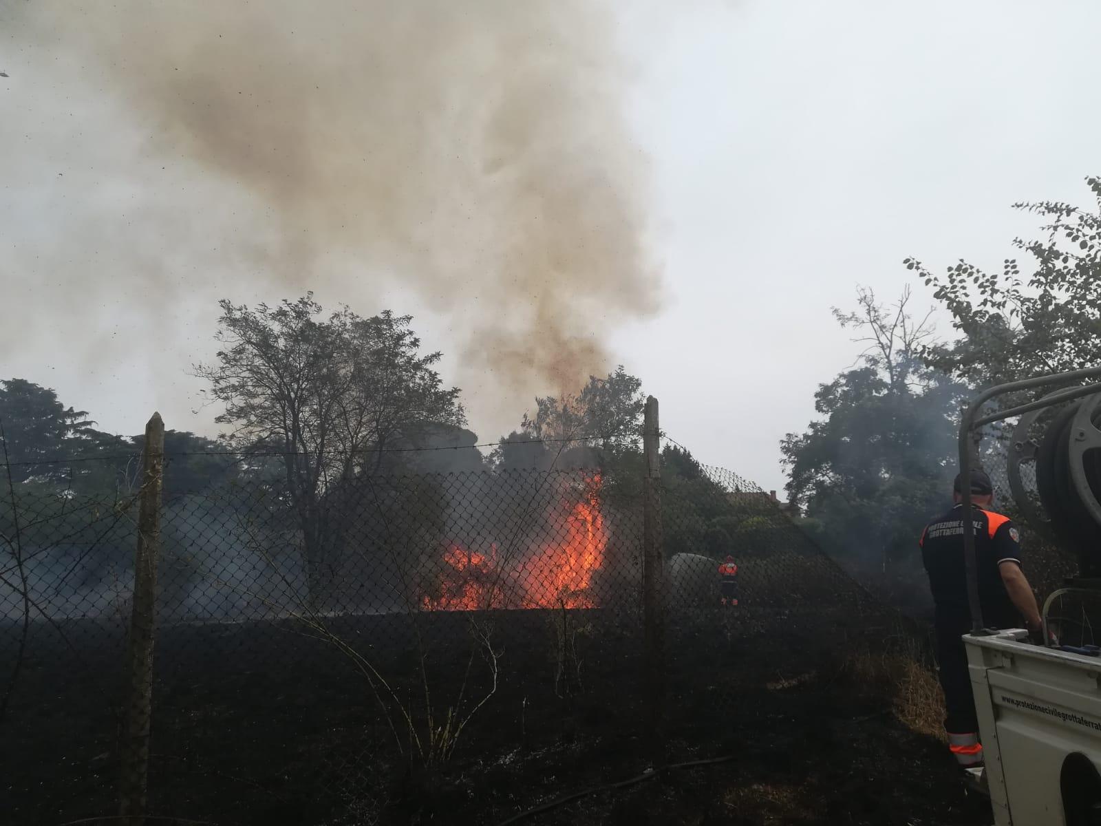 Marino, scoppiati vasti incendi al confine con Grottaferrata