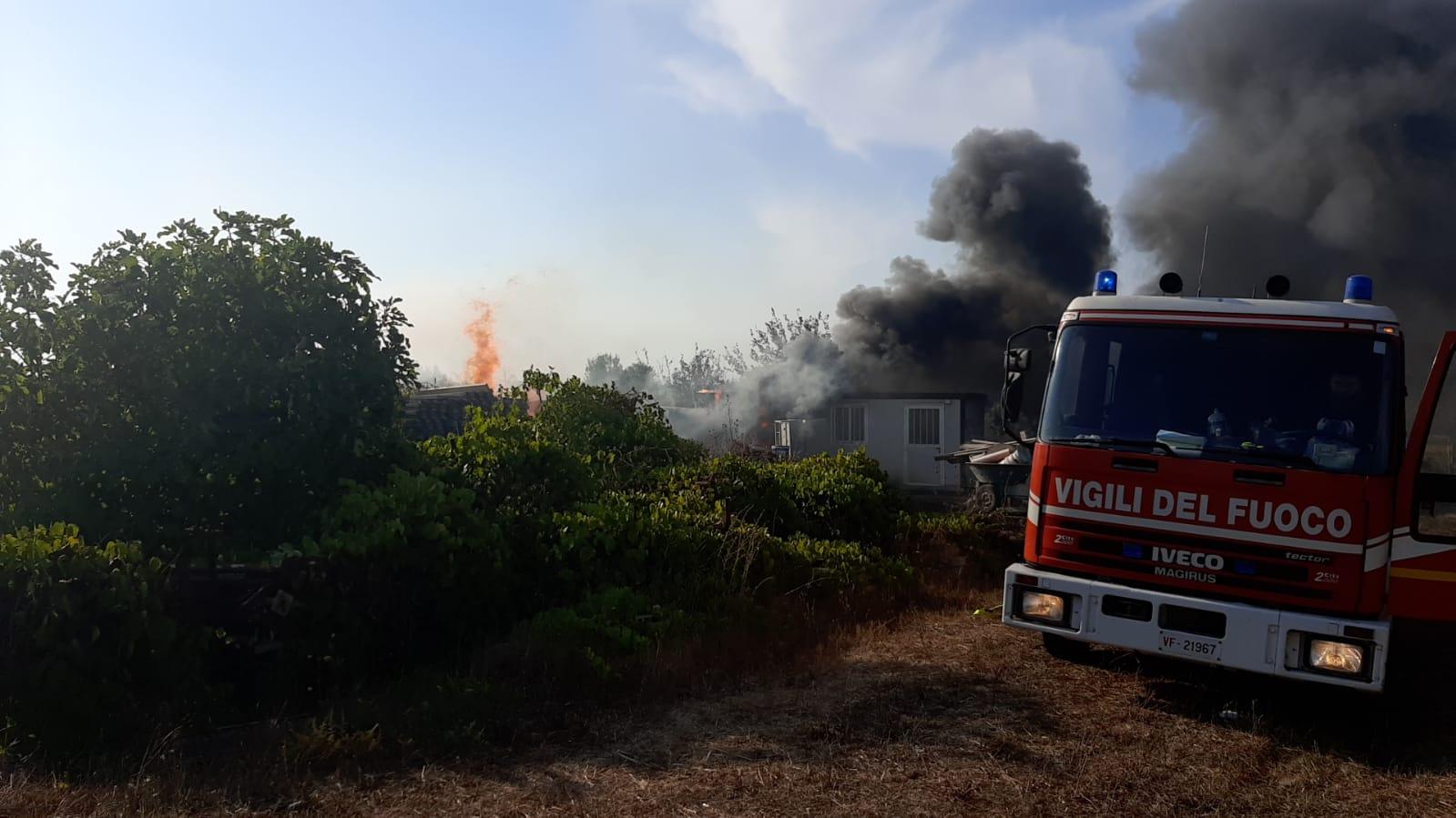 Albano, incendio doloso distrugge una proprietà privata in via Santa Fumia