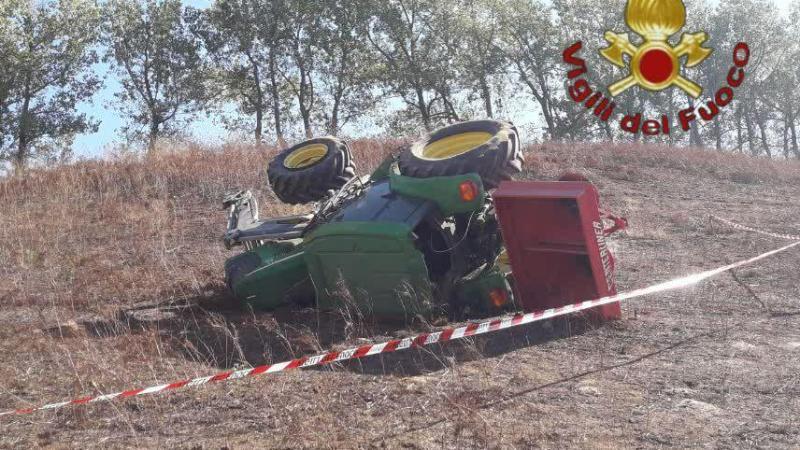 Artena, grave incidente sul lavoro, trattore si ribalta schiacciando il suo conducente