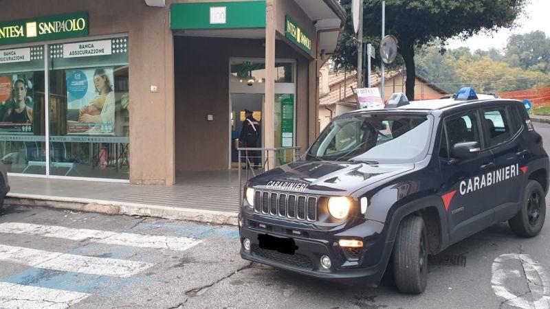 Valmontone, tenta una truffa in banca con un documento falso, ma viene smascherato dal cassiere e arrestato dai carabinieri.