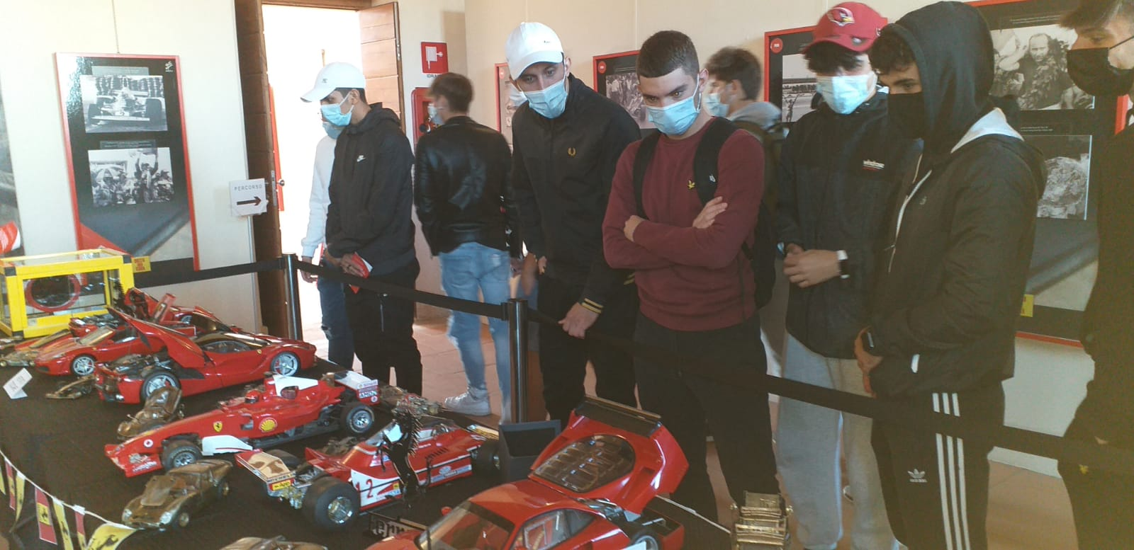 """Genzano, entusiasmo degli studenti in visita a Palazzo Cesarini per la Mostra """"Questa mia terra"""" dedicata alla Ferrari"""