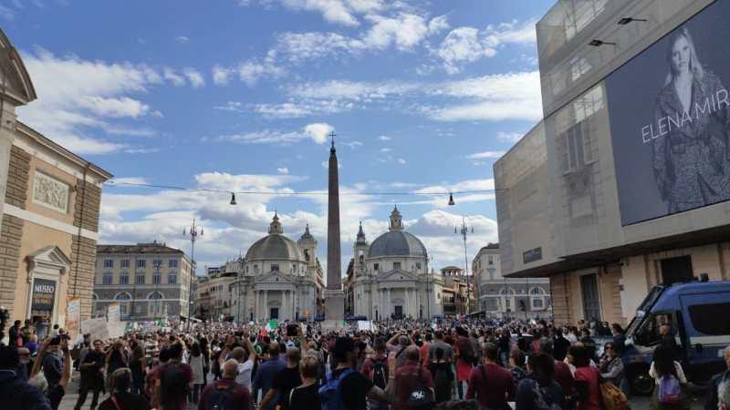 Roma, manifestazione no green pass: arrestate 12 persone, fra cui i leader di Forza Nuova