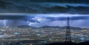 Ένα μαγευτικό βίντεο για την Αθήνα τη νύχτα