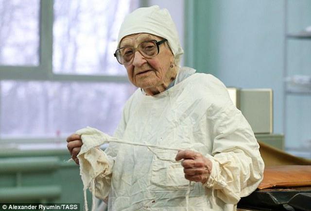 90χρονη χειρουργός