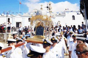 Read more about the article Ζωντανή μετάδοση από την Τήνο: Αποστολή στο νησί της Παναγίας