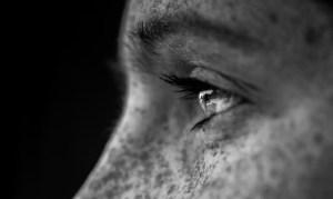 11 ψυχικά σημάδια ότι κάποιος σας σκέφτεται