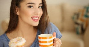 Read more about the article Γιατί δεν πρέπει να πίνουμε νερό όταν τρώμε γλυκά;