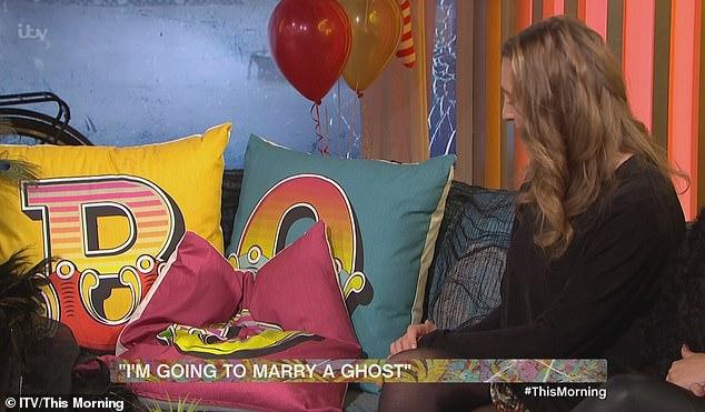 αρραβωνιασμένη με φάντασμα και σκοπεύει να αποκτήσει παιδί