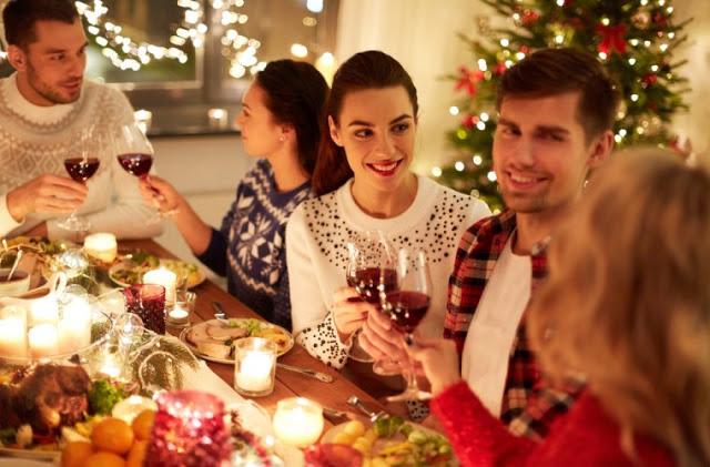 Το διατροφικό λάθος που κάνετε στις γιορτές και παίρνετε κιλά