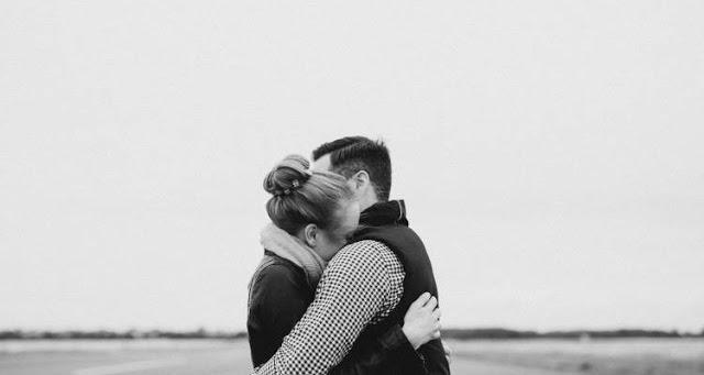 Το χάδι και η αγκαλιά μειώνουν το άγχος, τους παλμούς της καρδιάς και την υψηλή πίεση