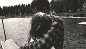 «Η αγκαλιά εκφράζει όσα δεν μπορείς να πεις»