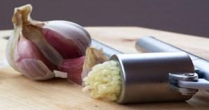 Αυτή είναι η μυστική συνταγή μοναχών με εκχύλισμα σκόρδου που προστατεύει από όλες τις ασθένειες!