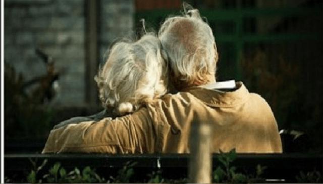 Read more about the article ΘΑ ΔΑΚΡΥΣΕΤΕ: Ζήτησαν από έναν ηλικιωμένο να μιλήσει για την γυναίκα του… Η απάντηση που έδωσε, πάγωσε όσους τον άκουσαν!!!