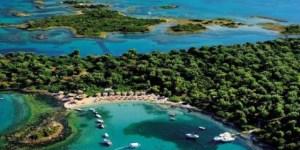 Οι Σεϋχέλλες της Ελλάδας: Τα άγνωστα νησάκια με τα τιρκουάζ νερά, 1,5 ώρα από την Αθήνα [εικόνες & βίντεο]