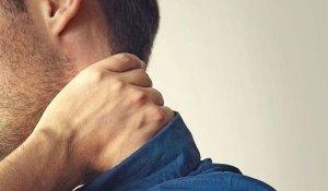Πόνος στον αυχένα: Πώς θα απαλλαχθείτε μέσα σε ένα λεπτό!