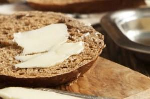 Εύκολο και γρήγορο πρωινό για αδυνάτισμα: Ψωμί ολικής με κανέλα!