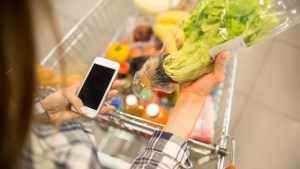 Read more about the article Έτσι θα απολυμάνεις τα ψώνια σου από το σούπερ μάρκετ -Το βίντεο Αμερικανού γιατρού που έγινε viral
