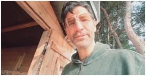 Ο Σάκης Ρουβάς μας δείχνει το κοτέτσι του σπιτιού του: «Ο νέος μήνας μας βρήκε με γεννητούρια»