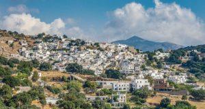 Ορεινά γραφικά χωριά σε δημοφιλή ελληνικά νησιά
