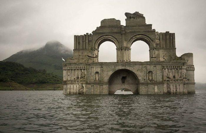 Εντυπωσιακή 400 ετών εκκλησία αναδύεται από το νερό στο Μεξικό