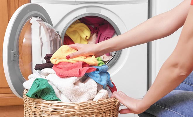 Ρούχα: Πόσες φορές τα φοράμε πριν τα βάλουμε στο πλυντήριο
