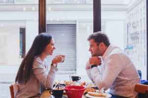 Read more about the article Τι ενοχλεί και τι λατρεύει το κάθε ζώδιο όταν είναι σε σχέση
