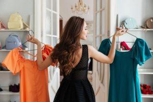 Τακτοποιήστε τα ρούχα στη ντουλάπα 10 έξυπνα tips