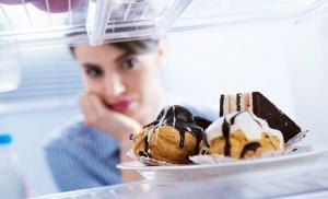 To να τρώμε λίγο δεν μας βοηθά να χάνουμε κιλά