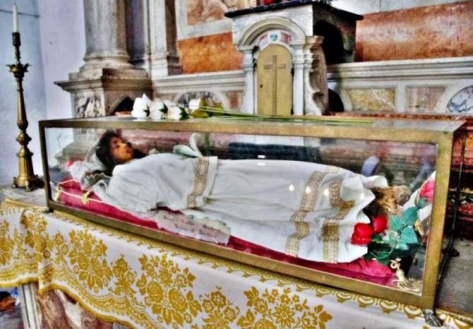 Read more about the article Αγία Χριστίνα: Συγκλονίζει το άφθαρτο σκήνωμά της
