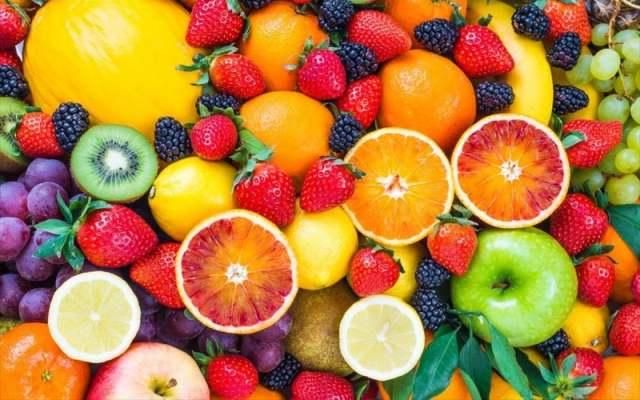 Φρούτα και ξηροί καρποί αντί για πατατάκια και σνακς