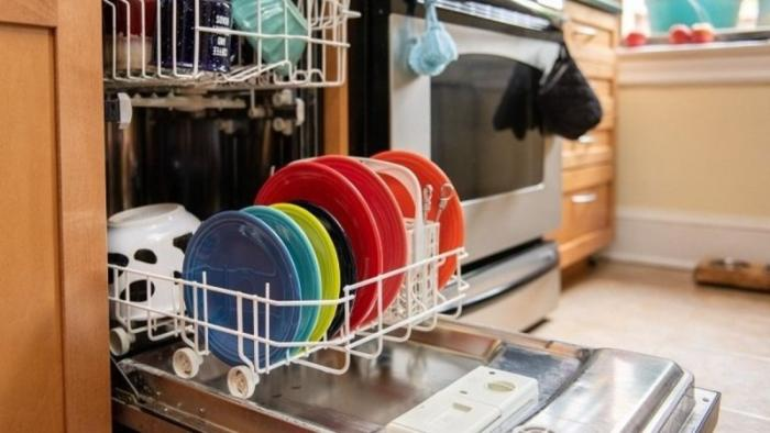 Read more about the article Έτσι θα εξαφανίσεις όλα τα μικρόβια από το πλυντήριο των πιάτων