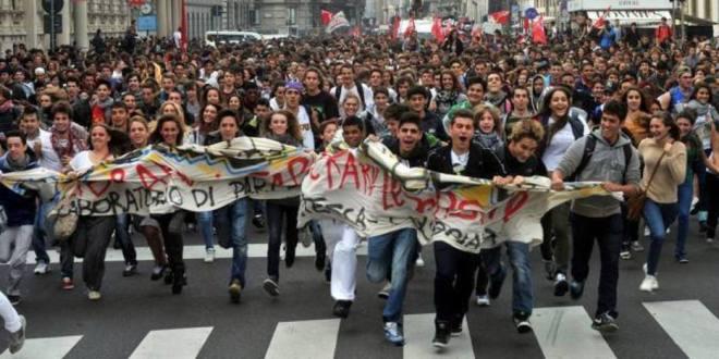 Gli studenti sono la vera opposizione a Monti, altro che primarie